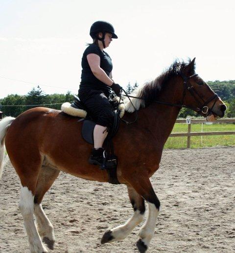 SAMLET: Julie Nilssen i Lofoten Hestesportklubb. Arkivfoto