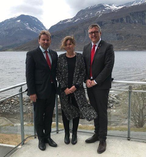Vidar Eltun sammen med Bjørg Marie Hermundstad, nummer to på lista og Rune Støstad, ordfører i Sør-Fron kommune som var på besøk i Vang denne dagen.