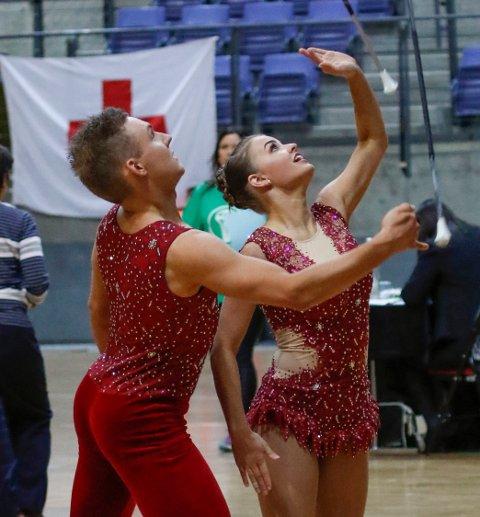 VERDENSMESTERE: Maya Kosmo og Mathias L. Eliassen fikk 1. plass i Twirl Duett under mesterskapet.
