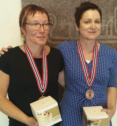 Bronse: Ann Elin Danielsen (t.v.) fra Vestvågøy bridgeklubb tok bronse for damer under NM sammen med makker Stine Holmøy fra Fosnavåg bridgeklubb.