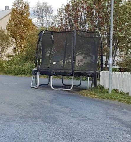 PÅ AVVEIE: Dette er, heldigvis, ikke et hverdagslig syn i Tromsø-trafikken.