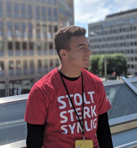 Stolt Sterk Synlig er slagordet som ble brukt under årets stolthetsparade for funksjomshemmede i Oslo.