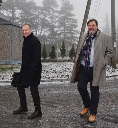 Byrådslederen på besøk (artikkelforfatteren til høyre)