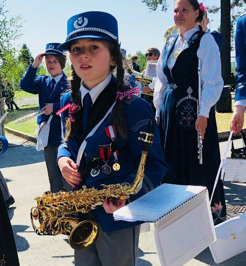 FÅR INSTRUMENTER: Johanna Davidsen Løkke stortrives som saksofonist i Hallingby skolekorps. Nå kan hun og flere velge mellom flere instrumenter.  (Arkivfoto)