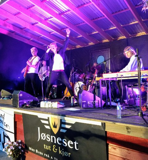 ENERGISK: Dei unge musikarane i bandet FYK frå Imsland imponerte publikum med energi og trøkk.
