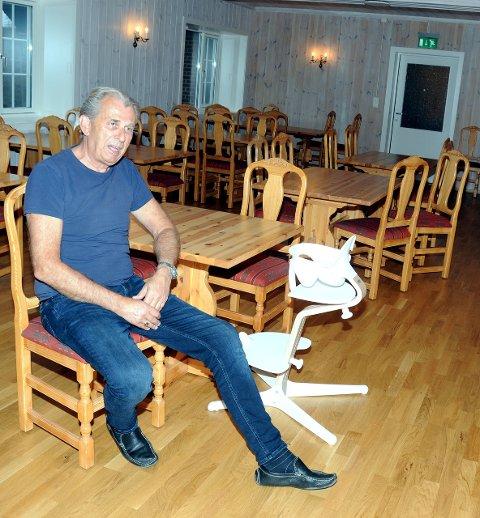 Spisesal: Arne Johansen trodde han hadde pensjonert seg, men så ringte kameraten og ba ham starte opp på Hovda Fjellhotell. Her fra spisesalen, som har fått nye farger.
