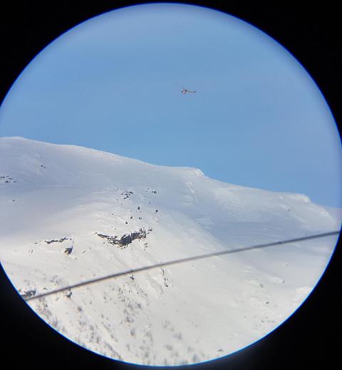 Redningshelikopteret Sea King rykket ut for å søke ved et skredområde i Fagernesfjellet siste helgen i påsken.