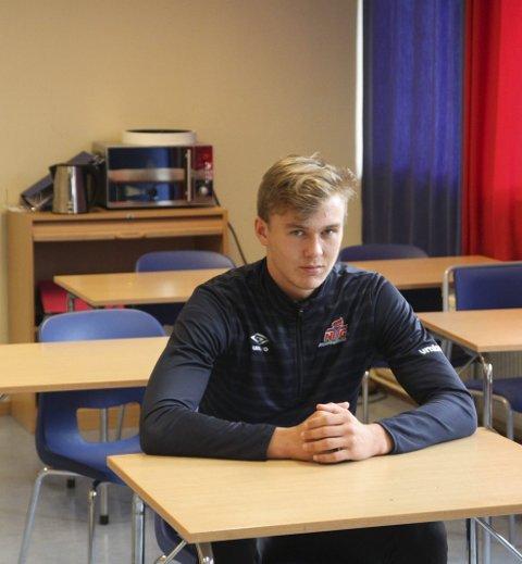 Skolegang: Ludvig Langrekken går sammen med mange av KIL G19s spillere på NTG. Nå er han endelig også endel av selve laget.