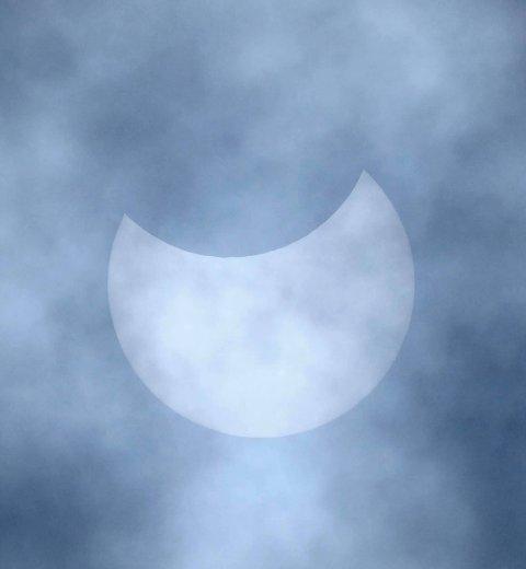 Solformørkelsen fotografert av Rune Aae i Råde klokken 13 torsdag 10. juni. Foto: Privat