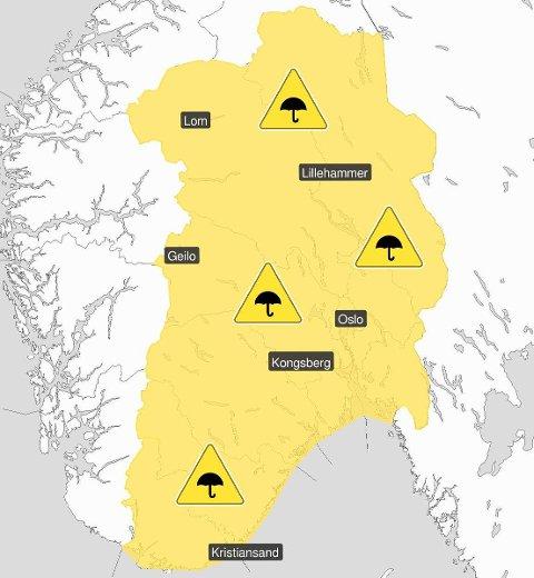 MYE REGN: De største nedbørsmengdene skal komme over Ringeriksregionen i løpet av onsdag, ifølge Yr.no. Illustrasjon: Meteorologisk institutt/@Meteorologene