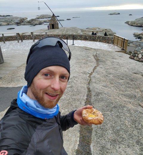 LØPEDILLA: Da ekstemløpet startet var de 120 deltakere, nå er John Frisli Jahre (32) én av de sju siste. Han er den enste fra Nøtterøy, og er kun én etappe unna målet.