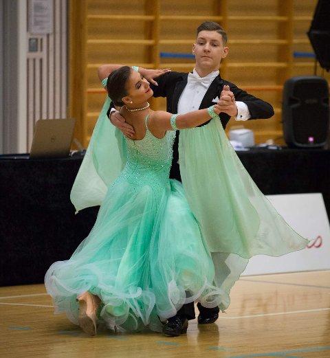 TO VM: Oline Blavik-Lindaas (15) og Max Glabe (15) skal danse i to junior-VM på drøye to uker.