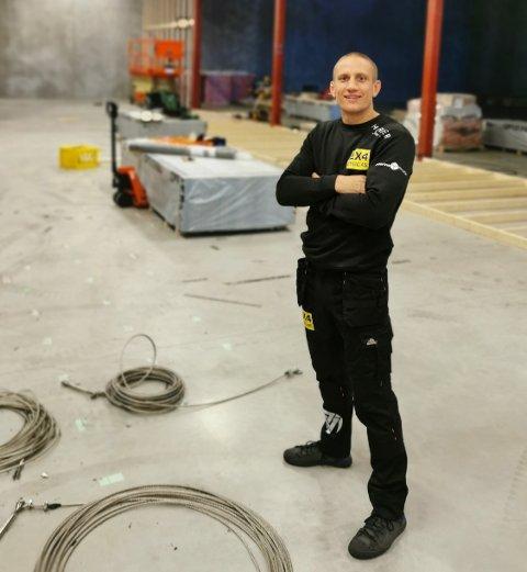 PÅ JOBB: Geir Kåre Cemsoylu Nyland er i ferd med å utvide treningssenteret sitt på Raglamyr. – Det blir utrolig rått, sier han.