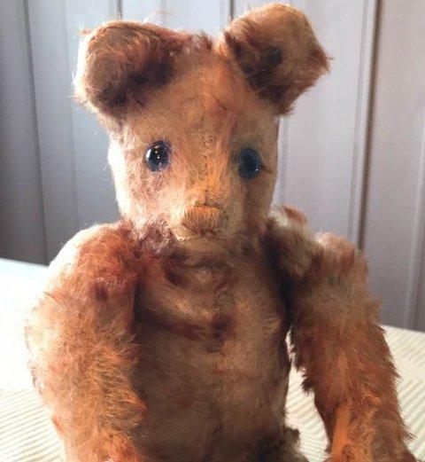 Denne Steiff-bjørnen vil Christine Melby-Feiring selge. Prisen hun har satt, nærmer seg 50.000 kroner.