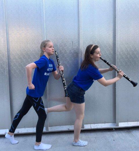 VIL HA MED FLERE: Klarinettistene Gina og Agnes vil gjerne spille sammen med flere.