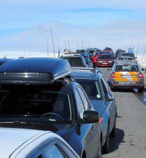 Populær: Fjorårssommeren var ikke første gang det var mye trafikk over den populære turistvegen, men økninga var likevel stor.