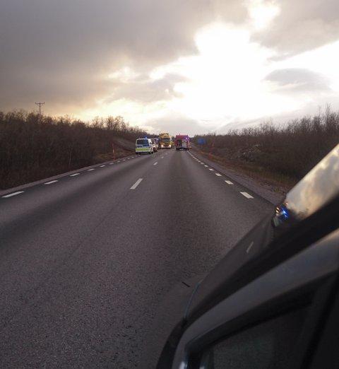 NORSK HJELP: NAF er på stedet og hjelper til med ulykken.