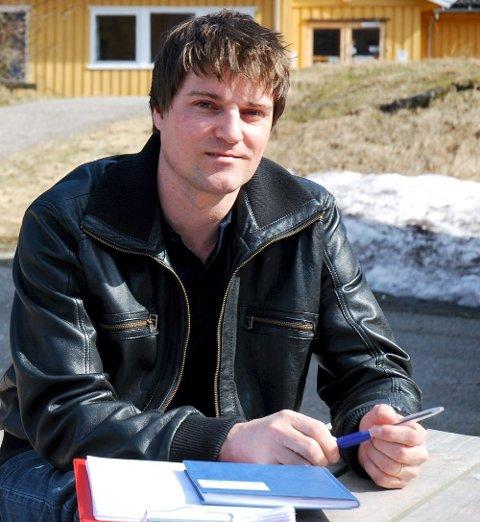 STÅR PÅ: Torbjørn Krämer fastholder at han har positive erfaringer med Falkensten Montessoriskole. Bildet ble tatt i forbindelse med en vervekampanje året før skolen åpnet.
