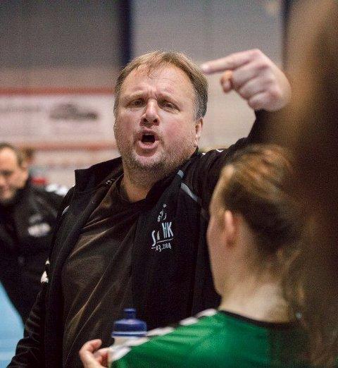 MYE SPENNING: Son HK-trener Tonni Kjær håper å lede 16-åringene til to nye seire i Bringserien.