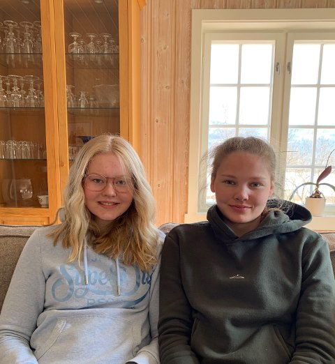 SKOGEN: Ingeborg (15) til venstre og Marthea Baarstad fra Stor-Elvdal