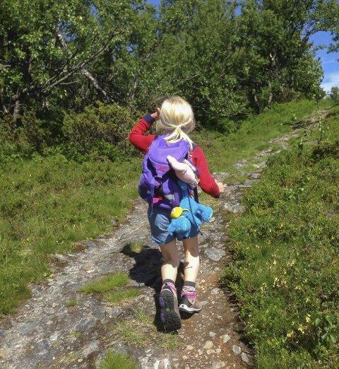 Mange barn har stor glede av å være i aktivitet ute i naturen. Ifølge eksperter skal møte med naturen har stor verdi for barn og unges utvikling.