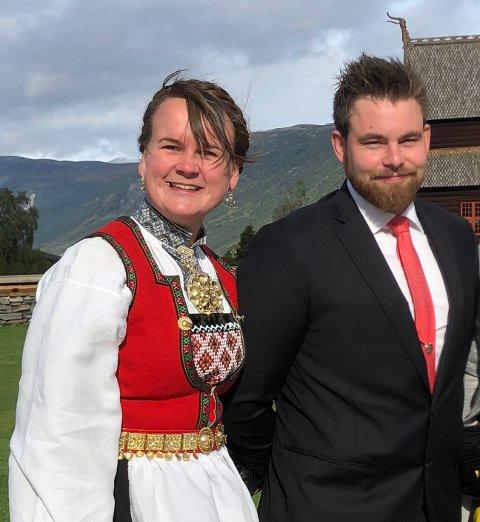Ventar barn: Marit Knutsdatter Strand og sambuaren Anders Sørum Sveen ventar barn i april. Bildet er teke under eit bryllaup i Lom i fjor haust.