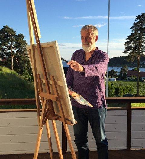 Oljemaler: Torleiv Agdestein svinger penselen etter et langt liv i oljebransjen og holder sin tredje separatustilling i Drøbak på tre år.