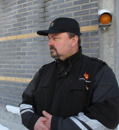 Geir Thomas Finstad, fagleder utekontroll i Statens vegvesen i Hedmark utelukker at alle kjøretøy som passerer grensa kan kontrolleres, men ser at kontroller hjelper.