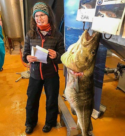 STØRST: Tiril Kvil vant andreplassen med den største torsken hun noen gang har fisket. Den veide hele 23,68 kilo.