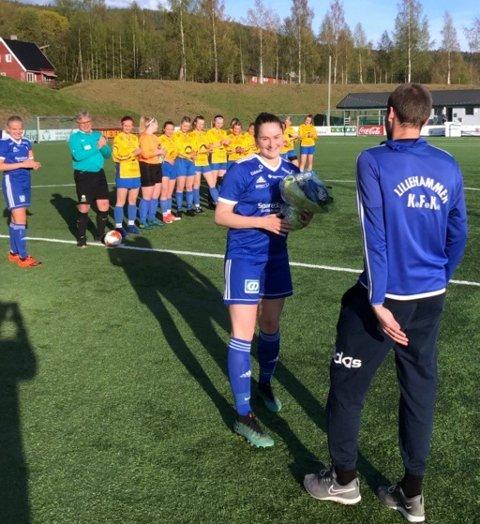 Øyfrid Sørumshaugen ble takket for innsatsen før sin siste hjemmekamp.