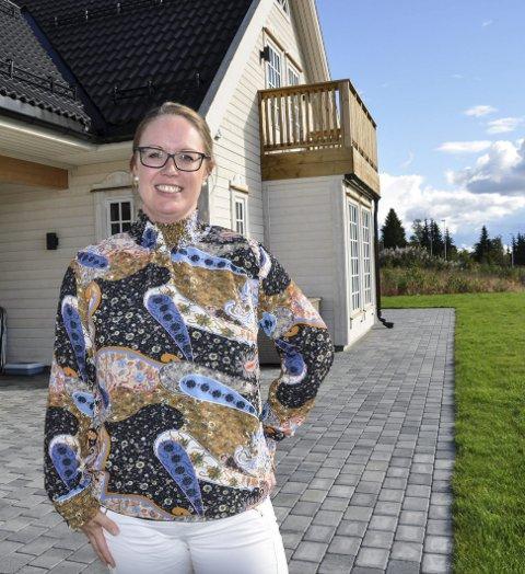 NYTT HUS: Heidi Lervåg og mannen har bygd nytt hus i Lauvlia. Så langt trives de utmerket.