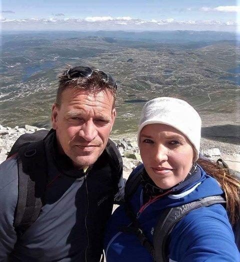PÅ FJELLTUR MED DATTEREN: Morten og eldstedatteren Silje er glad i fjellturer. Her er de på Gaustatoppen i Telemark, 1883 meter over havet, hvor man kan se 1/6-del av Norges areal i klarvær.