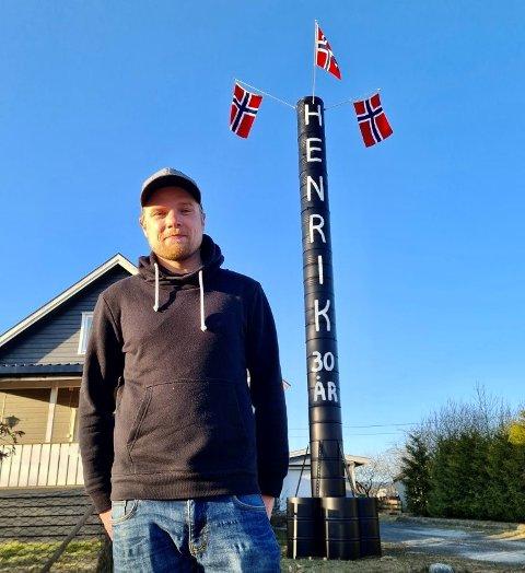JUBILANT: Henrik Aasheim fra Lunner kommer neppe til å glemme pepperbøssen han fikk på sin 30-årsdag.