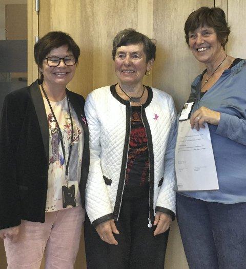 Glede: Heidi Brorson fra Kreftforeningen, Randi Sando, leder Rjukan Radiumforening og Eli Syvrud fra Vardesenteret.