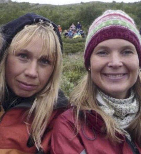 Administratorane: Syskenbarna Jorunn Rogne Ekerbakke og Berit Ekerbakke (t.h.) står bak nettforumet for gamle valdresuttrykk, som no har nær 5000 følgjarar.Foto: PRIVAT
