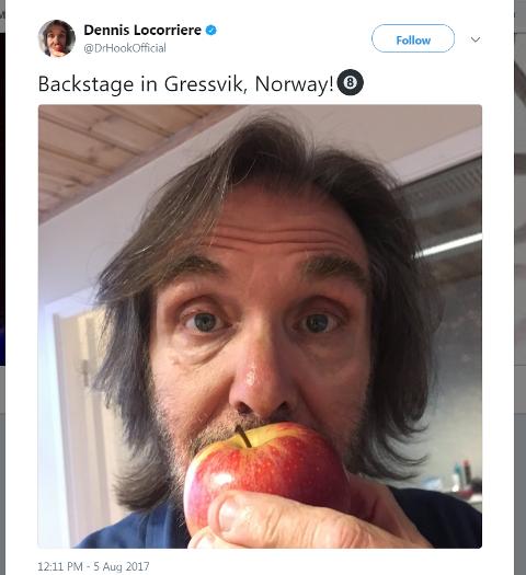 Dr. Hook starring Dennis Locorriere koste seg med et eple før han gikk på scenen på Gressvik Summerparty. Det er i alle fall det han har lagt ut på sosiale medier.