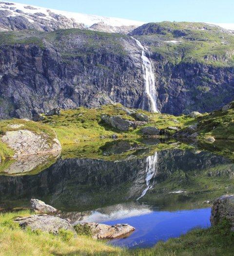 Botnafjell:  Det anbefales å ta turen opp til Botnafjell, flott landskap.