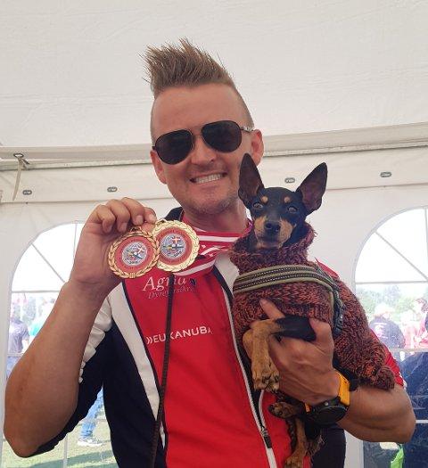 BRONSE OG GULL: Tarjei Bratt Hveding-Gabrielsen og hunden Galena leverte gode prestasjoner under nordisk mesterskap i Danmark. I september venter verdensmesterskap i Finland.