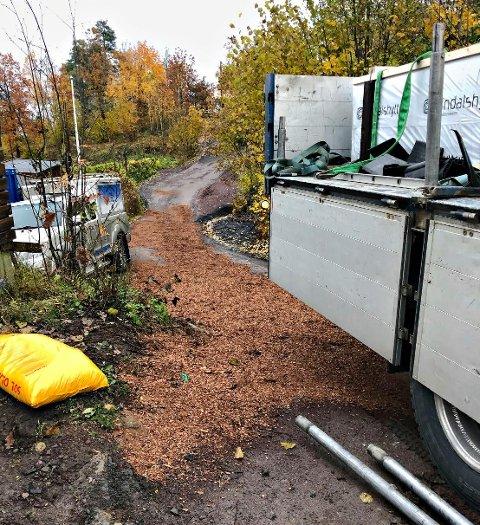 Brannvesenet måtte legge på absorberende bark for å få opp dieselsølet.