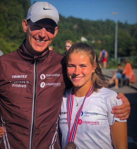 Teamwork: Kenneth Hoffmann har hatt Laura van der Veen som elev på toppidrett friidrett på Valdres vidaregåande skule i to år. Hun har hatt vanvittig framgang, og nærmer seg norgestoppen med stormskritt.