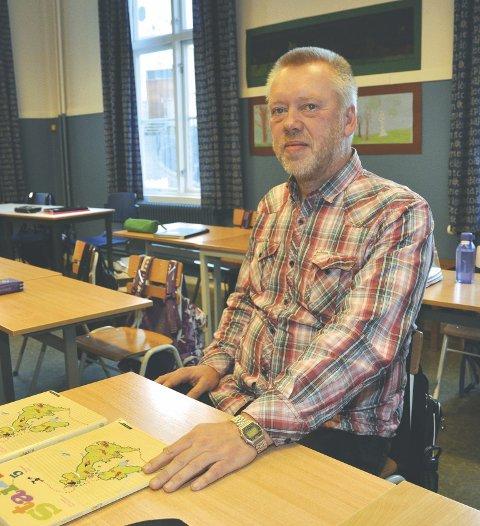 Stor forskjell: Rektor John Johansen registrerer at Arbeidstilsynet og kommuneoverlegen har konkludert vidt forskjellig.