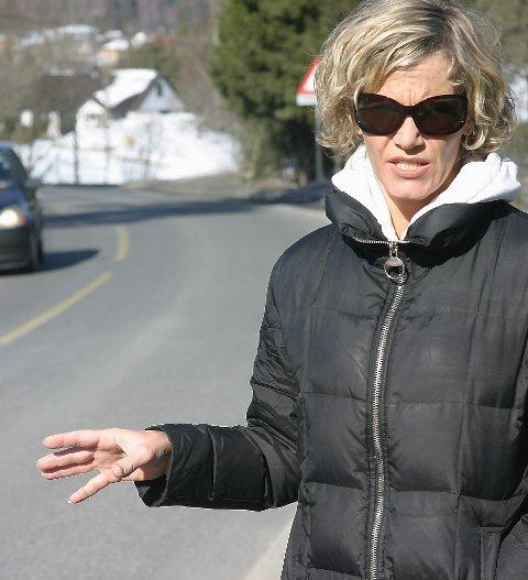 Heidi Resh sto fram i Amta mange ganger i kampen for en bedre fylkesvei 156. Nå har hun flyttet, men kampen for økt trygghet ble kronet med seier. Foto: Arkiv
