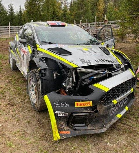 RUNDKAST: Slik så rallybilen til Roger Rustand ut etter rundkastene i Rally Hedmark lørdag. FOTO: RUSTAND MOTORSPORT