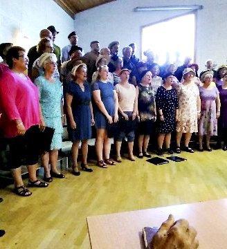 Felleskonsert: Trivelig med to kor i felles konsert i Rensvik Samfunnshus. Både Fredøens Basarensemble og Gjemneskoret kommer med egne jubileumskonserter senere i år. Foto: privat