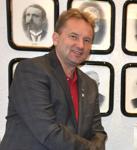 Mykje står att: Ordførar Vidar Eltun er glad for at Telenor har levert som lova.