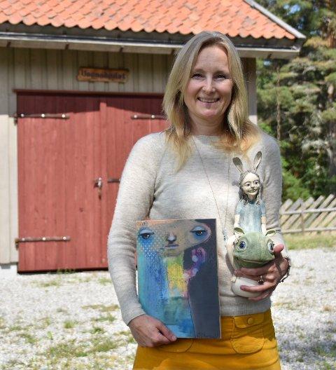 Klart for stor salgsutstilling på Svines. I to dager i august vises Kari Anne Marsteins malerier og Anne Schous skulpturer i utstillingen Samspill i galleri Vognskjulet ved Lyseren i Ytre Enebakk. Sveip for å se mer av kunsten.