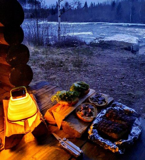 IDYLL: Mat ute i den frie naturen kan bli idylliske stunder.