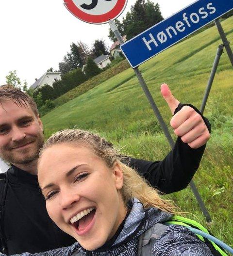 HJEMSTEDET: Emilie Nereng (24) og broren Eirik Nereng (29) gikk fra Oslo til Hønefoss. Nå vil Emilie vise sine følgere ringeriksdistriktet.