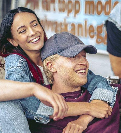 EKSPORTERES: Rådebank er kjøpt opp av danske DR og begge sesongene slippes på dansk TV i slutten av mars. Her Odin Waage som GT og Maja Christiansen som Hege. FOTO: Max Emanuelson