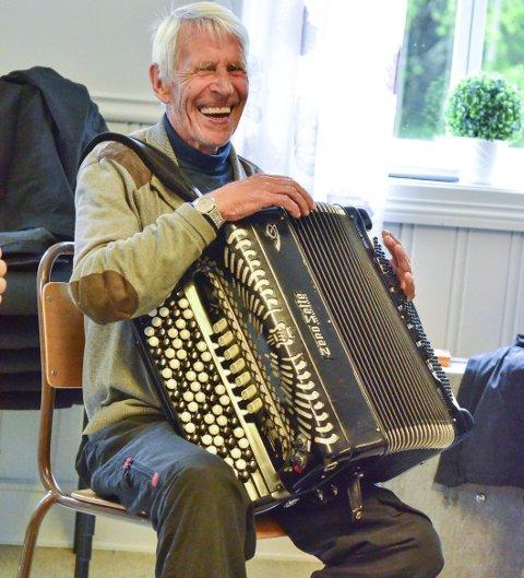Nestoren: Nils Langstad er kapellmester i Spleiselaget, som spiller i festivalhallen lørdag.  Foto: Øyvind Henningsen